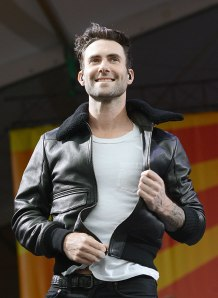 cos-02-adam-levine-performing-de
