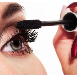 Applying-mascara