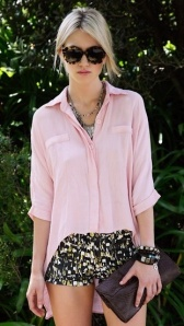 street-fashion-pastel-silk-blouse-patterned-shorts