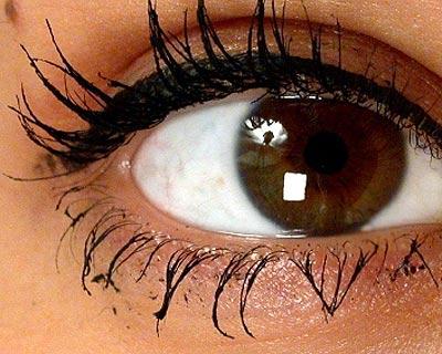 daily-glow-photogallery-mascara-problems-clumpy-mascara