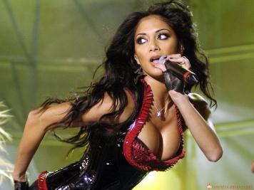 Nicole-Scherzinger-boobs