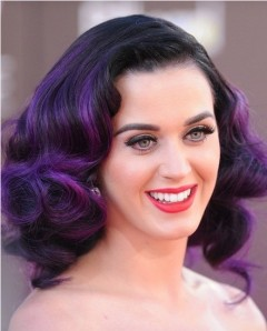 Katy-Perry-The-Trendy-Purple-Highlighted-Curly-Hairstyle-for-Medium-Hair
